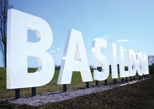 Heritage Photo of Basildon - 2010 - Hollywood style Basildon sign unveiled on the A127 dual carriageway - 305x216