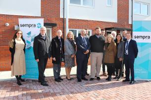 Decorative image showing Councillors Callaghan and Gordon with representatives of Sempra Homes, Basildon Council, Indecon Building Ltd and The Billericay School at the new Roman Way development