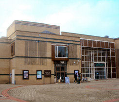 Image - Towngate Theatre front exterior